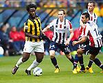 Nederland, Arnhem, 28 april 2013.Eredivisie.Seizoen 2012-2013.Vitesse-Willem ll .Wilfried Bony van Vitesse houdt drie man bezig. Rechts Ricardo Ippel, Sofian Akouili en Robbie Haemhouts van Willem ll.