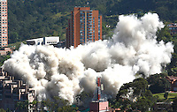 MEDELLIN-COLOMBIA-23-SEPTIEMBRE-2014. Implosion de las ultimas torres del edifico Space donde 12 personas murieron el 12 de octubre del 2013. / Implosion of building towers last Space where 12 people were killed on October 12, 2013..  Photo: VizzorImage / Andrew Indell  / Stringer