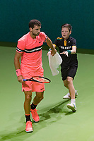Rotterdam, The Netherlands, 16 Februari, 2018, ABNAMRO World Tennis Tournament, Ahoy, Tennis, Grigor Dimitrov (BUL) gets a towel from a ballboy<br /> <br /> Photo: www.tennisimages.com