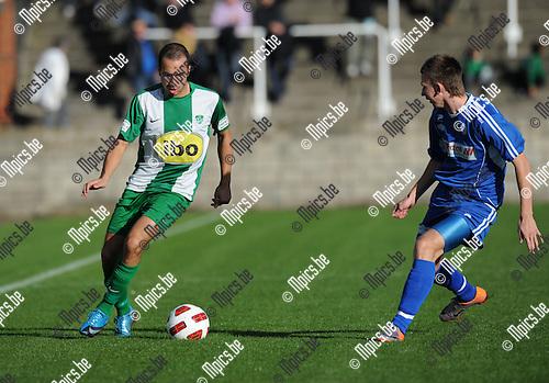 2010-10-31 / Voetbal / seizoen 2010-2011 / Racing Mechelen - St Gillis Waas / Tarik Traizi (L, RCM) met Yannick Van Osselaer..Foto: Mpics