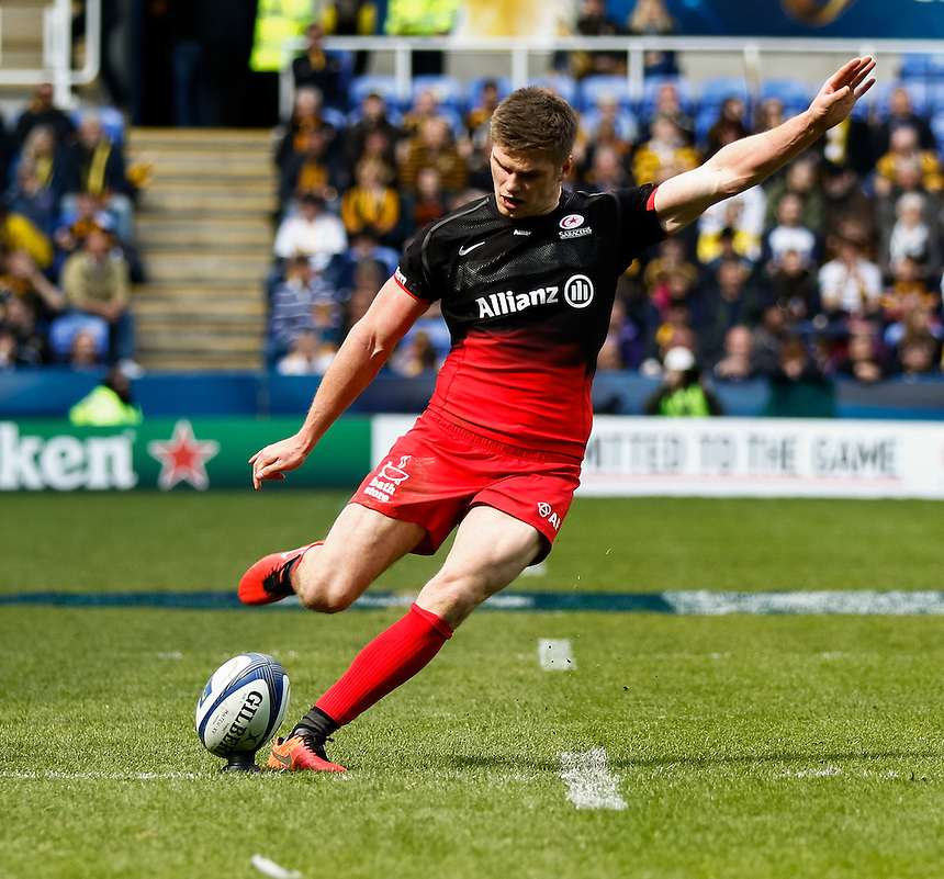 Saracens' Owen Farrell attempts a conversion<br /> <br /> Photographer Simon King/CameraSport<br /> <br /> Rugby Union - European Rugby Champions Cup Semi Final - Saracens v Wasps - Saturday 23rd April 2016 - Madejski Stadium - Reading<br /> <br /> &copy; CameraSport - 43 Linden Ave. Countesthorpe. Leicester. England. LE8 5PG - Tel: +44 (0) 116 277 4147 - admin@camerasport.com - www.camerasport.com