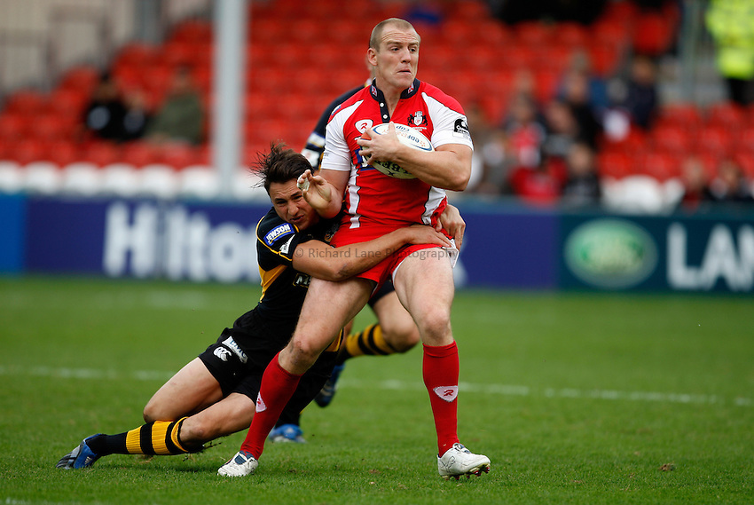 Photo: Richard Lane/Richard Lane Photography. Gloucester Rugby v London Wasps. Anglo Welsh EDF Energy Cup. 04/10/2008. Gloucester's Mike Tindall is tackled by Wasps' Rob Hoadley.