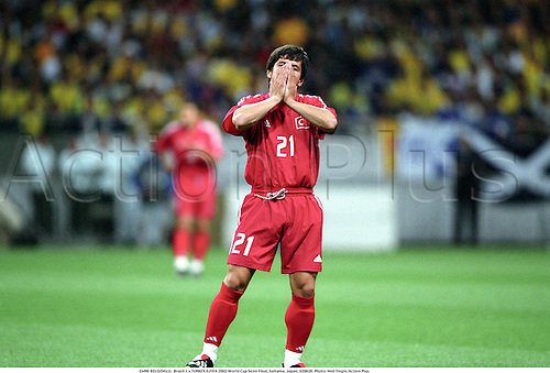 EMRE BELOZOGLU,  Brazil 1 v TURKEY 0,FIFA 2002 World Cup Semi Final, Saitama, Japan, 020626. Photo: Neil Tingle/Action Plus...association football.soccer.international internationals.despair despairs disappointed disappointment loser losers