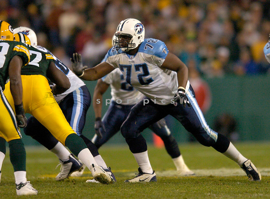 Brad Hopkins durng the Titans v. Packers game on October 11, 2004...Titans win 48-27..Chris Bernacchi / SportPics