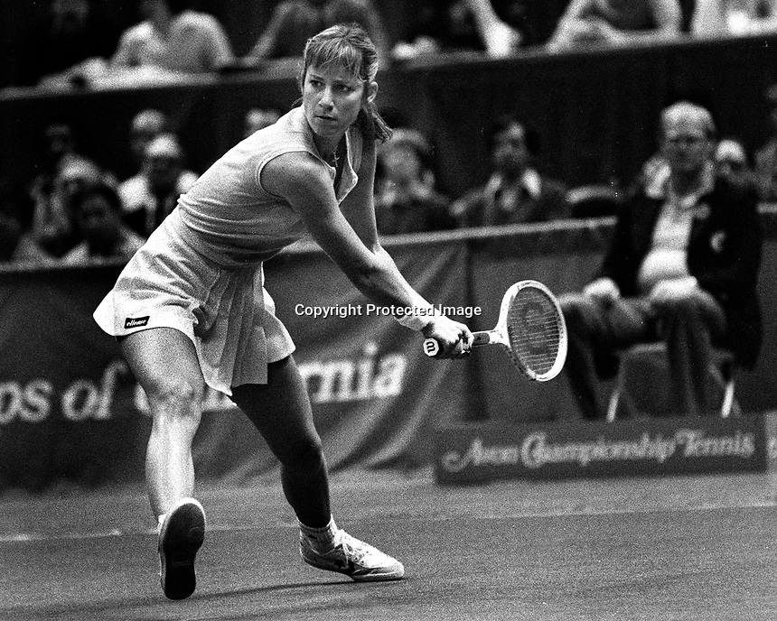 Chris Evert ready to return serve (1982 photo by Ron Riesterer)