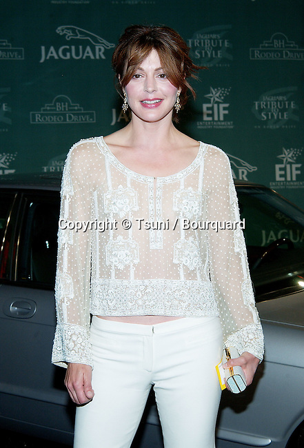 Jane Leeves arriving at The Jaguar's Tribute to Style and benefit for the EIF (Entertainment Industry Foundation) on Rodeo Drive in Beverly Hills, Los Angeles. September 23, 2002.           -            LeevesJane32.jpg