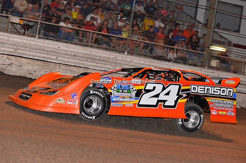 Feb 20, 2014; 7:02:27 PM;  Barberville, FL, USA;  World of Outlaws Late Model Series for 43rd Annual DIRTcar Nationals presented by Summit Racing Equipment at Volusia Speedway Park.  Mandatory Credit: (thesportswire.net)