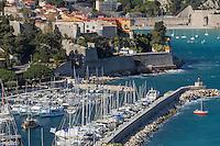 Europe/France/Provence-Alpes-Côte d'Azur/Alpes-Maritimes/Villefranche-sur-Mer: Rade de Villefranche  , le port et la citadelle de Villefranche // Europe, France, Provence-Alpes-Côte d'Azur, Alpes-Maritimes, Villefranche sur Mer:  Bay of Villefranche sur Mer: