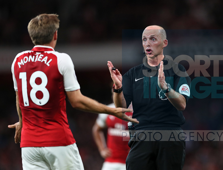 Referee Mike Dean in action during the premier league match at the Emirates Stadium, London. Picture date 11th August 2017. Picture credit should read: David Klein/Sportimage