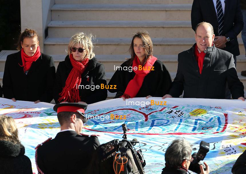 Le Prince Albert II de Monaco, la Princesse St&eacute;phanie et sa fille Pauline Ducruet lors du d&eacute;ploiement des Courtepointes avec FightAids Monaco <br /> Monaco, 29 novembre 2013.<br /> <br /> Prince Albert II of Monaco, Princess Stephanie and her daughter Pauline Ducruet - Operation &quot;Courtepointes&quot; in association with FightAids Monaco <br /> Monaco, November 29, 2013.