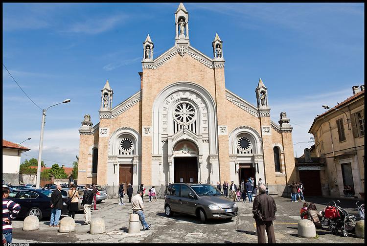 LEINI - Chiesa Parrocchiale dei Santi Pietro e Paolo nella Piazza omonima.