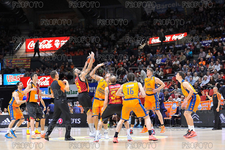 Salto inicial Loncar vs Vougioukas<br /> Euroleague - 2014/15<br /> Regular season Round 7<br /> Valencia Basket vs Galatasaray