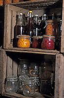 Europe/France/Rhône-Alpes/74/Haute-Savoie/Env d'Abondance: Conserves familiales de Madame Célina Gagneux (agricultrice) dans sa cave d'affinage de Vacherin d'Abondance