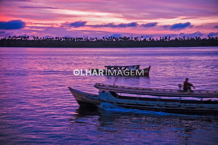 Barcos ao amanhecer no rio Tocantins, Cameta. Para. 2017. Foto Luciana Whitaker