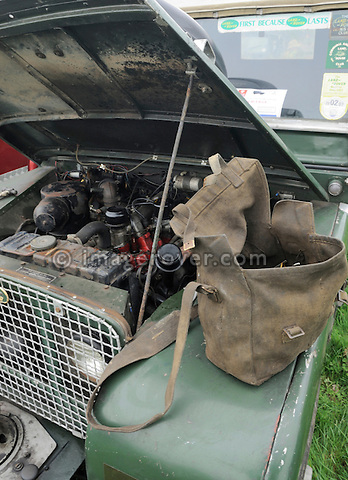 Fixing a non starting Series 1 80in Land Rover participating in the Gaydon Heritage Land Rover Run 2006. Europe, England, UK. --- No releases available. Automotive trademarks are the property of the trademark holder, authorization may be needed for some uses.