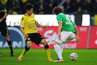FUSSBALL   1. BUNDESLIGA   SAISON 2011/2012   23. SPIELTAG Borussia Dortmund - Hannover 96                        26.02.2012 Shinji Kagawa (li, Borussia Dortmund) gegen Emanuel Pogatetz (re, Hannover 96)