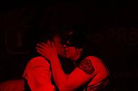 SÃO PAULO, SP, 09.06.2017 - FEIRA-SP - Modelo é amarrada durante performance na feira Erotika Experience 2017, no centro de convenções do Anhembi, na tarde desta sexta-feira, 09. (Foto: Adriana Spaca/Brazil Photo Press)