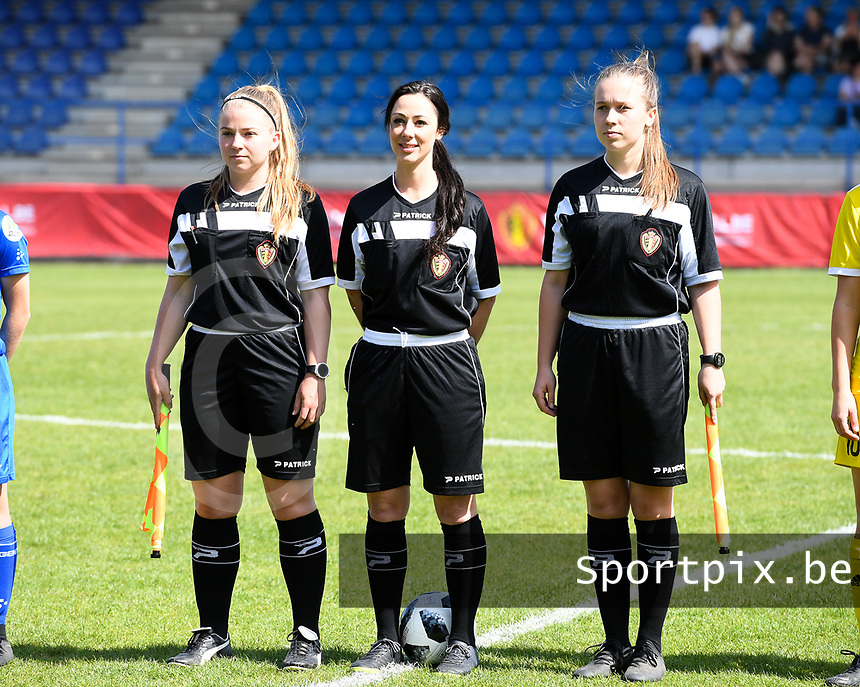 20190422 - Denderleeuw , BELGIUM : referees pictured with Shauni Depruyst (right) , Tina Tyteca and Thalia decoene (left) during the Under 16 final of Belgian cup 2019 , a soccer women game between AA Gent Ladies B and The Yellow Flames 1.0  , in the  Van Roystadion in Denderleeuw , Monday 22 th April 2019 . PHOTO SPORTPIX.BE | DAVID CATRY