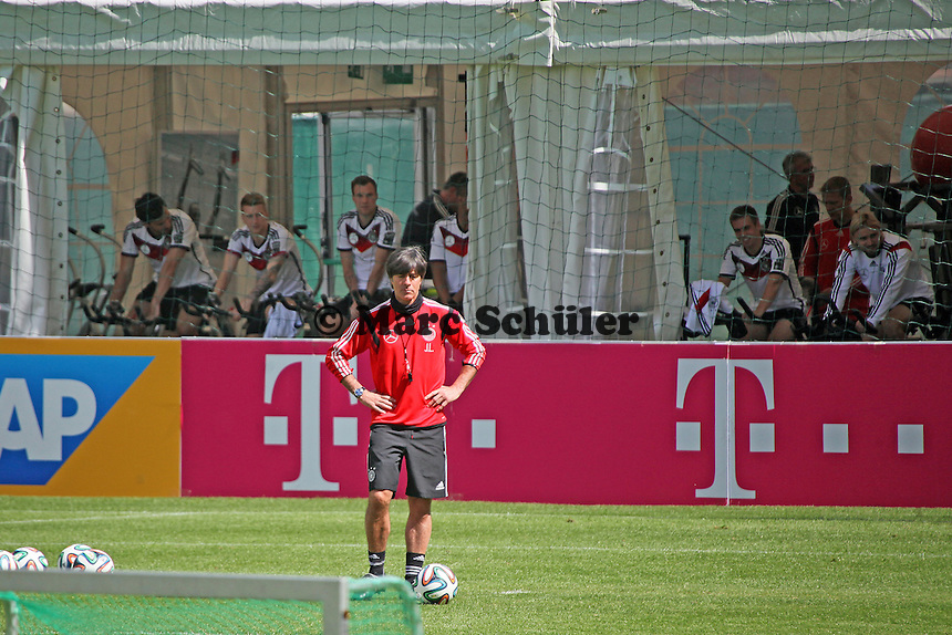 Bundestrainer Joachim Löw mit seiner Mannschaft - Abschlusstraining der Deutschen Nationalmannschaft gegen die U20 im Rahmen der WM-Vorbereitung in St. Martin