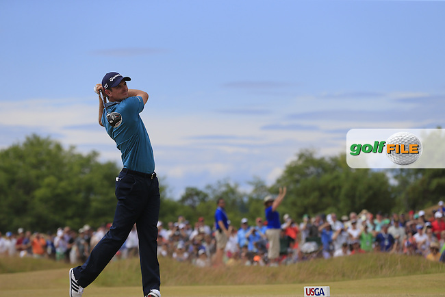 Justin Rose (ENG) tees off the 4th tee during Thursday's Round 1 of the 2015 U.S. Open 115th National Championship held at Chambers Bay, Seattle, Washington, USA. 6/18/2015.<br /> Picture: Golffile | Eoin Clarke<br /> <br /> <br /> <br /> <br /> All photo usage must carry mandatory copyright credit (&copy; Golffile | Eoin Clarke)
