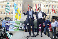 Roma, 20 Maggio 2015<br /> Stefano Quaranta e Luca Pastorino<br /> Protesta in Piazza Montecitorio  contro il DDL scuola in discussione alla Camera