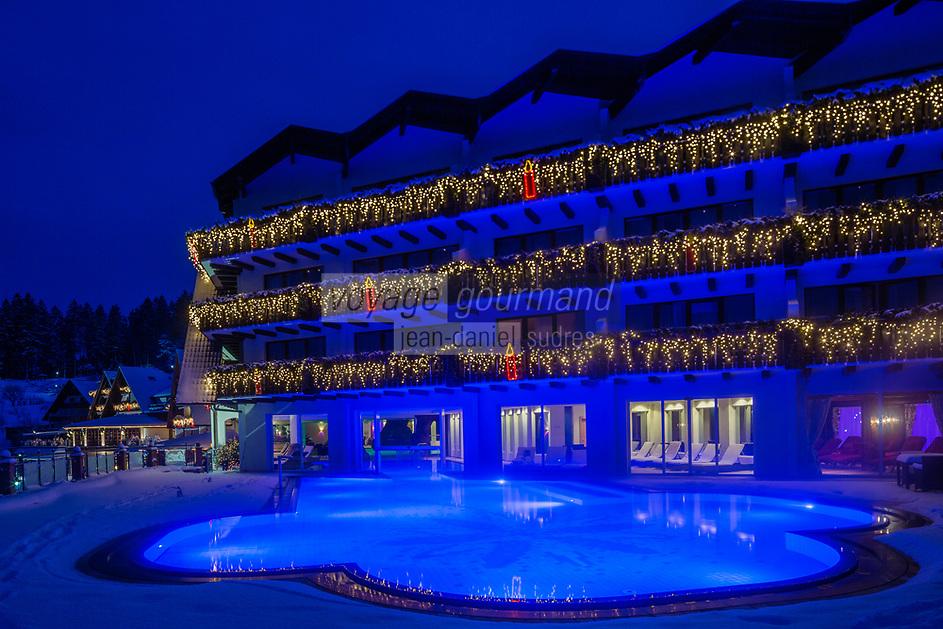 Europe/Allemagne/Bade-Würrtemberg/Forêt Noire/Bad Peterstal-Griesbach: Hôtel Dollenberg - vue de nuit de l'Hôtel et de la piscine