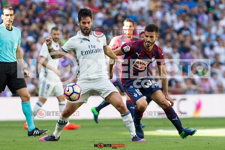 Real Madrid's Isco Alarcon and Eibar's Francisco Rico durign the match of La Liga between Real Madrid and SD Eibar at Santiago Bernabeu Stadium in Madrid. October 02, 2016. (ALTERPHOTOS/Rodrigo Jimenez) /NORTEPHOTO.COM / © NORTEPHOTO.C OM