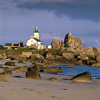 France, Brittany, near Brignogan Plage: Pointe de Pontusval lighthouse