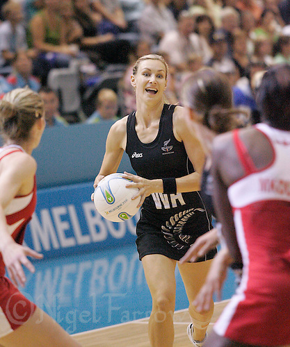 22 MAR 2006 - MELBOURNE, AUSTRALIA - Adine Wilson (NZL) looks to make a pass during the England v New Zealand netball match at the 2006 Commonwealth Games. (PHOTO (C) NIGEL FARROW)
