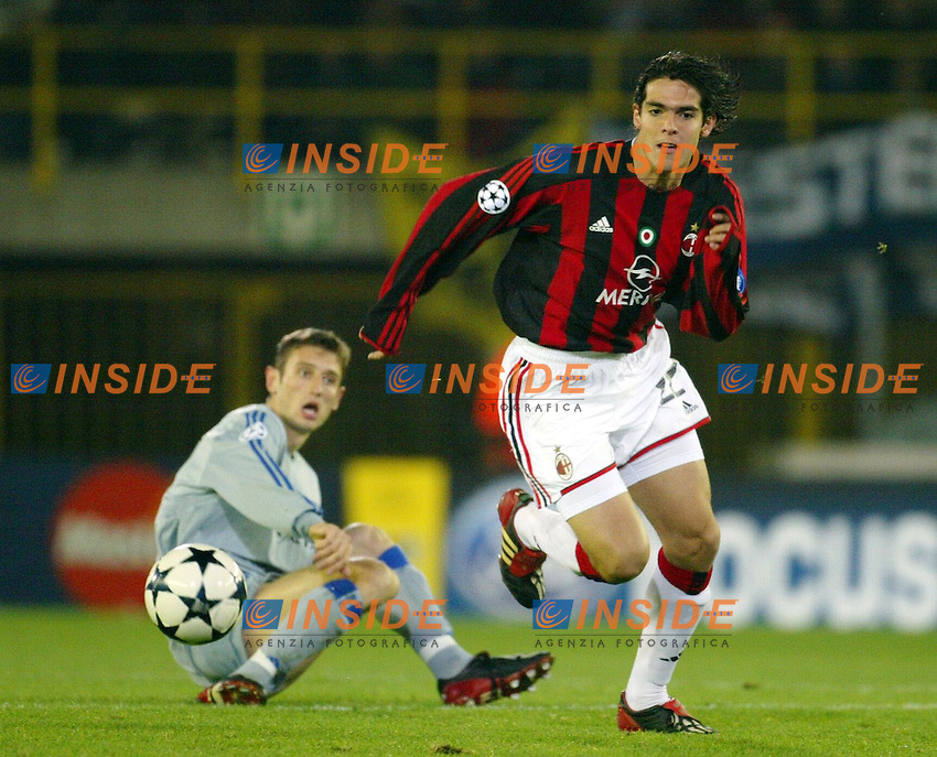 Fotball<br /> UEFA Champions League <br /> 04.11.2003<br /> Brugge v Milan<br /> Kaka (Milan) and Timmy Simons (Brugge)<br /> Photo: Anders Hoven,Insidefoto/Digitalsport