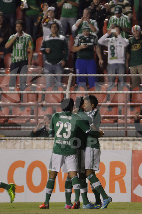 ITU, SP, 04 DE JUNHO DE 2013 - CAMPEONATO BRASILEIRO SERIE B - PALMEIRAS x AVAÍ: Leandro (e)  comemora gol durante partida Palmeiras x Avaí, valida <br /> <br /> pela 4a rodada do Campeonato Brasileiro Serie B 2013, disputada no estadio do Noveli Junior em Itu. FOTO: LEVI BIANCO - BRAZIL <br /> <br /> PHOTO PRESS.
