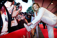 Utrecht, 22 september 2010.Nederlands Film Festival.Openingsavond met premiere Tirza.Acteur Tygo Gernandt striks zijn veters op de rode loper.Foto Felix Kalkman