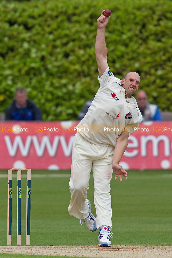 James Tredwell, Kent CCC in action - Kent CCC vs Hampshire CCC - LV County Championship Division Two Cricket at The Nevill Ground, Tunbridge Wells - 08/06/12 - MANDATORY CREDIT: Ray Lawrence/TGSPHOTO - Self billing applies where appropriate - 0845 094 6026 - contact@tgsphoto.co.uk - NO UNPAID USE.