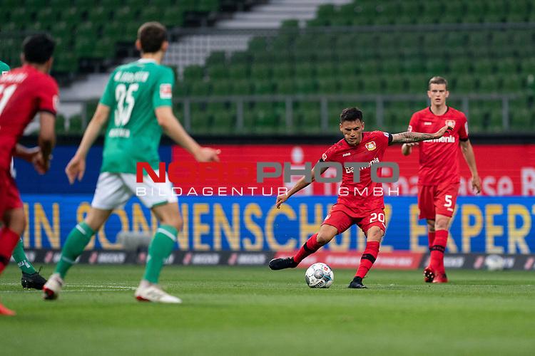 Charles Aránguiz (Leverkusen #20), <br /> <br /> Sport: Fussball: 1. Bundesliga: Saison 19/20: <br /> 26. Spieltag: SV Werder Bremen vs Bayer 04 Leverkusen, 18.05.2020<br /> <br /> Foto ©  gumzmedia / Nordphoto / Andreas Gumz / POOL <br /> <br /> Nur für journalistische Zwecke! Only for editorial use!<br />  DFL regulations prohibit any use of photographs as image sequences and/or quasi-video.