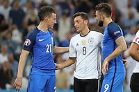 Mesut Oezil (Deutschland Germany) wird von Laurent Koscielny (Frankreich, France) und Olivier Giroud (Frankreich, France) getröstet - UEFA Euro 2016: Deutschland vs. Frankreich, Stade Velodrome Marseille, Halbfinale M50