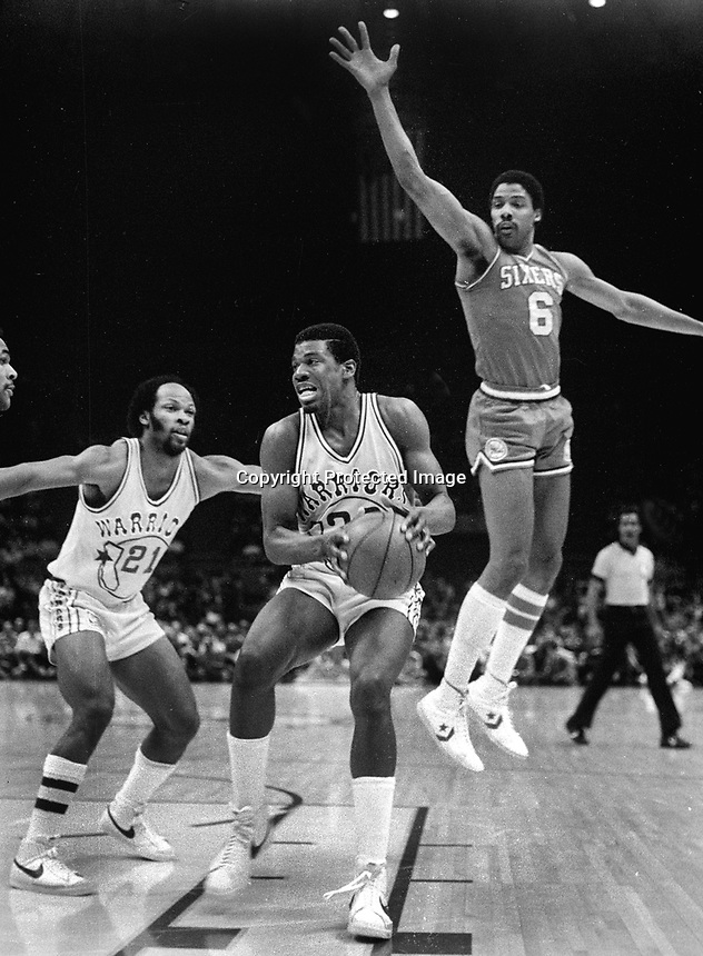 Warriors Barnard King guarded by Dr.J..Julius Irving..<br />#21 World B.Free..(1982 photo/Ron Riesterer)