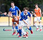 UTRECHT - Ties Ceulemans (Kampong) met Floris Wortelboer (Bldaal)  tijdens de hockey hoofdklasse competitiewedstrijd heren:  Kampong-Bloemendaal (3-3).   COPYRIGHT KOEN SUYK