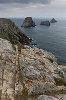 France, Bretagne, (29), Finistère, Presqu'île de Crozon, Camaret-sur-Mer: La Pointe de Pen-Hir et les Tas de Pois
