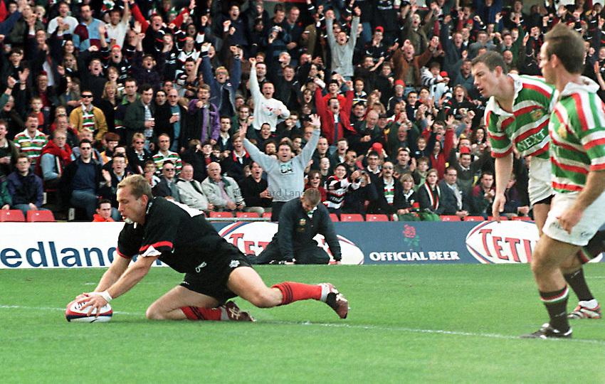 Photo. Richard Lane..Saracens v Leicester. 11/10/98. Ryan Constable touches down.