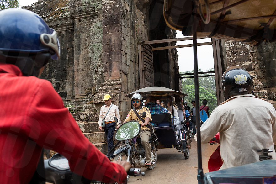 March 22, 2015 - Siem Reap, Cambodia. Tourist visit the Angkorian temple complex. © Nicolas Axelrod / Ruom