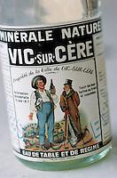 Europe/France/Auvergne/15/Cantal/Vic-Sur-Cère: Ancienne bouteille d'eau minérale de Vic-Sur-Cère