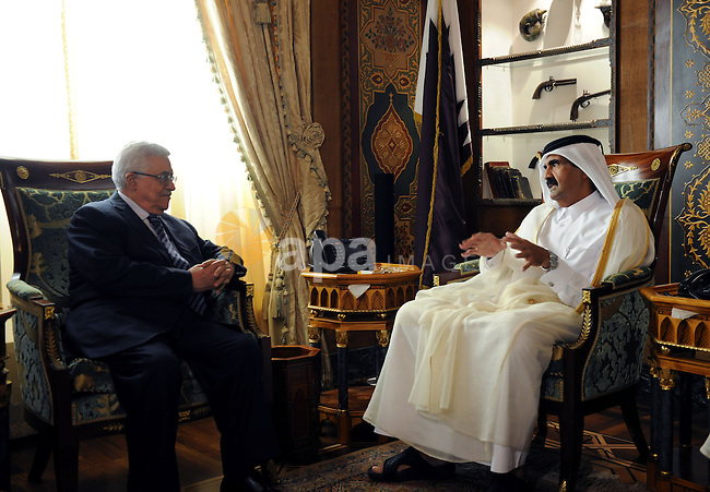 Palestinian President Mahmoud Abbas (Abu Mazen) meets with Qatari Emir Sheikh Hamad bin Khalifa Al Thani in Doha on Aug. 23, 2011. Photo by Thaer Ganaim
