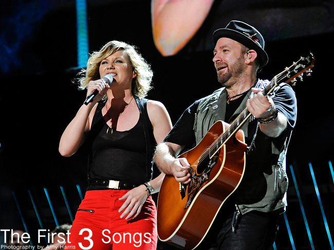Jennifer Nettles and Kristian Bush of Sugarland perform at LP Field during the 2011 CMA Music Festival on June 10, 2011 in Nashville, Tennessee.