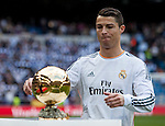 Cristiano Ronaldo with the FIFA Ballon D'Or before the Spanish league football match Real Madrid vs FC Granada at the Santiago Bernabeu stadium in Madrid on January 25, 2014. PHOTOCALL3000/ DP