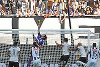 SAO PAULO, SP 14 de julho 2013- Casio do Corinthians em lance durante partida entre Corinthians x Atletico Mg válida pela 7ª rodada do Campeonato Brasileiro, realizada no estádio do Pacaembu, zona oeste da capital paulista, neste domingo.    ADRIANO LIMA / BRAZIL PHOTO PRESS).