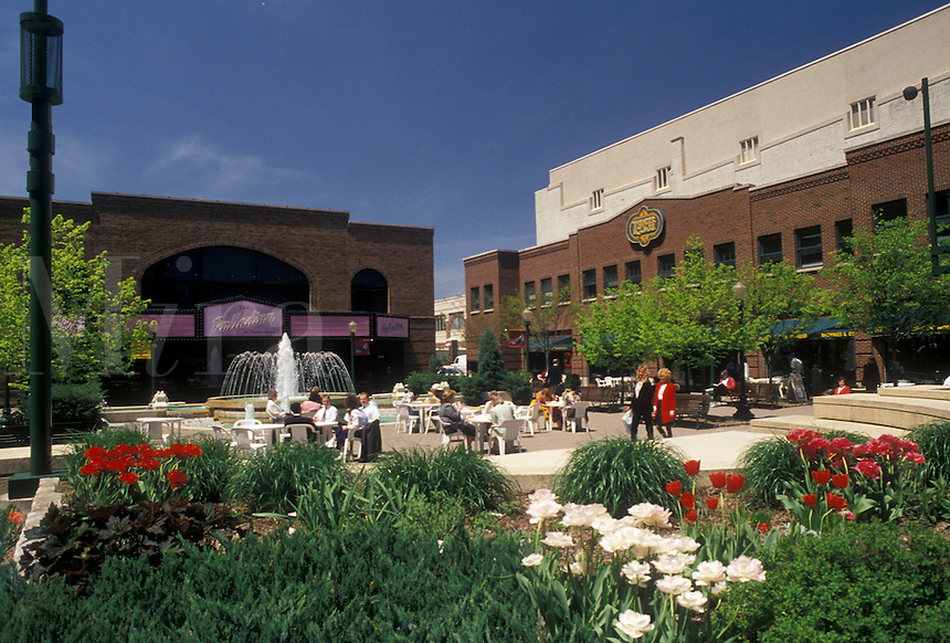AJ4183, Louisville, Kentucky, Theater Square in downtown Louisville in the state of Kentucky.