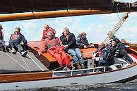 ZEILEN: SNEEK: FRISOBOKAAL, 30-05- 2015, Skûtsje Huizum (schipper Lodewijk Meeter), Team RTL, o.a. Frits Wester, Roelof Hemmen, organisatie Provincie Fryslân, ©foto Martin de Jong