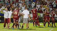 IBAGUE -COLOMBIA, 11-12-2016 . Jugadores del Deportes Tolima celebran su paso a la final de la Liga Aguila al vencer en penaltis  a Bucarmanga.Acción de juego entre el Tolima y el  Bucaramanga durante encuentro  por la semifinal  vuelta  de la Liga Aguila II 2016 disputado en el estadio Murillo Toro./ Deportes Tolima players celebrate their passage to the semifinal of the Aguila League by winning on penalties to Bucaramanga. Game play between the Tolima and the Bucaramanga championships during a quarter-final match of the Aguila II 2016 League played in the Murillo Toro stadium. Photo:VizzorImage / Juan Carlos Escobar  / Contribuidor