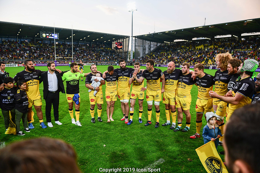 Team of La Rochelle celebrate the victory during the Challenge Cup semi final match between Stade Rochelais and Sale Sharks on April 20, 2019 in La Rochelle, France. (Photo by Anthony Dibon/Icon Sport)