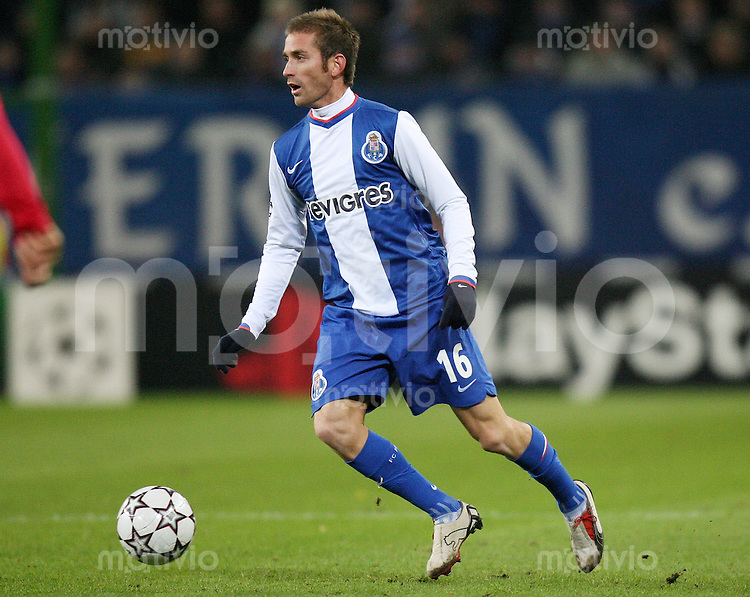 Fussball  International  Champions League  Saison 2006/2007 RAUL MEIRELES (FC Porto), Einzelaktion am Ball